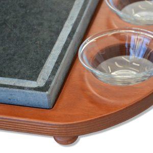 Pietra ollare 25×25 con vassoio in legno portaciotole