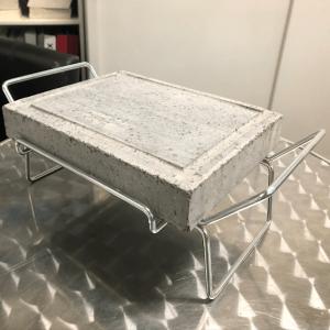 Pietra lavica 20x25x4 con supporto in tondino cromato