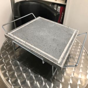 Pietra lavica 35x35x2 con supporto in tondino cromato